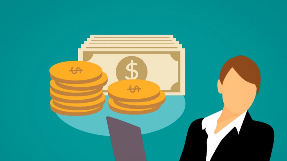 Graphic of woman with laptop and cash - How to Create Affiliate Marketing Content that Converts