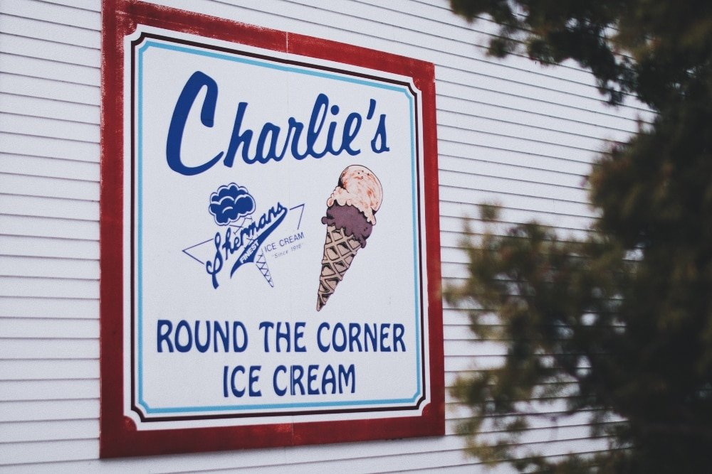 Ice cream shop sign using different fonts mixed and matched
