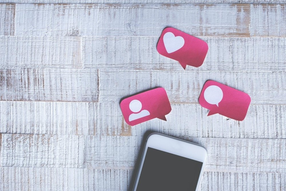 Social media icons are currently popular in app typeface design