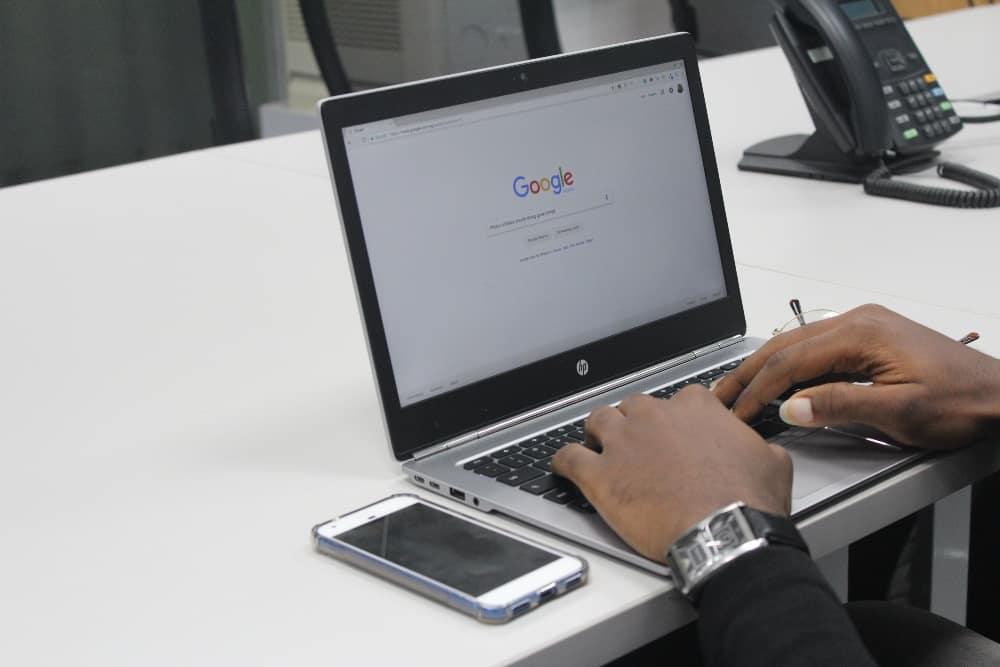 Google keyword search using laptop