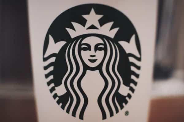 Starbucks' logo follows the DOS of logo design
