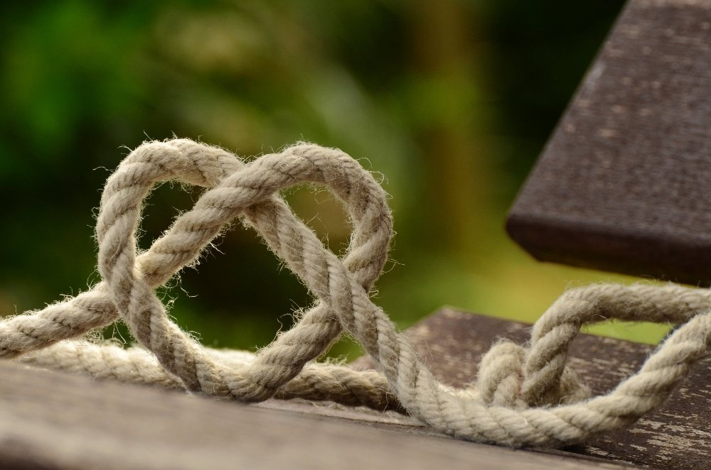 Rope in heart-shaped knot