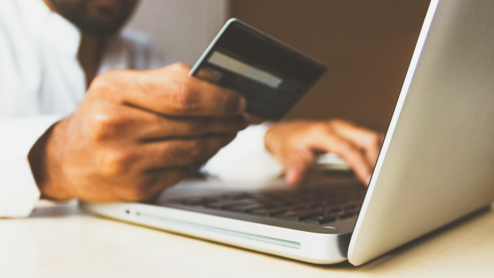 Cusomer purchasing online with credit card on laptop - Customer Lifetime Value