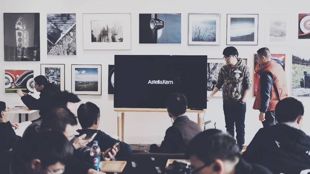 7 Common Mistakes When Presenting Design Work (And How To Present Like A Pro)